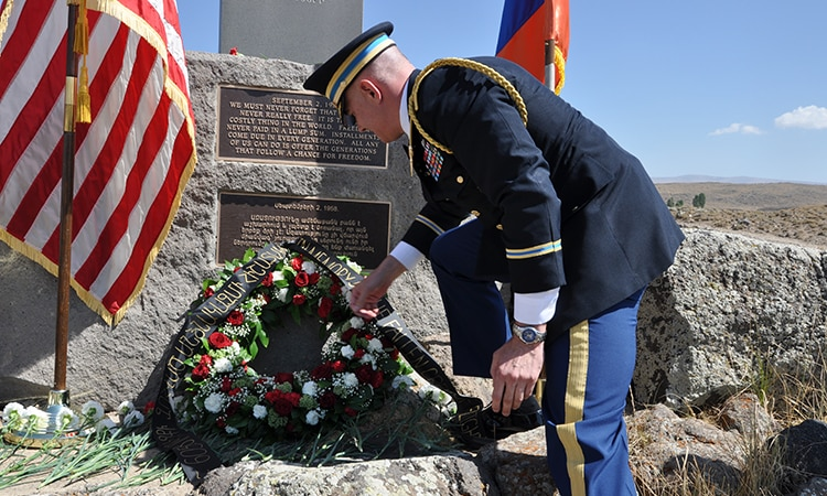 U.S. Embassy Defense Attaché Commemorates Sasnashen Plane Tragedy